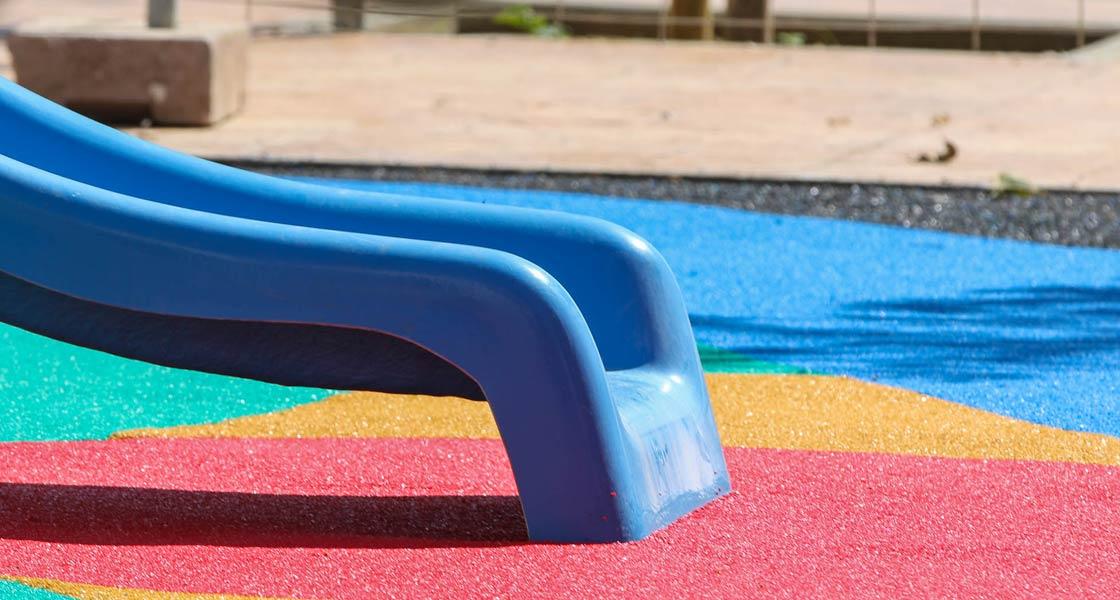 Parque de Jolas Play en San Fernando de color azul