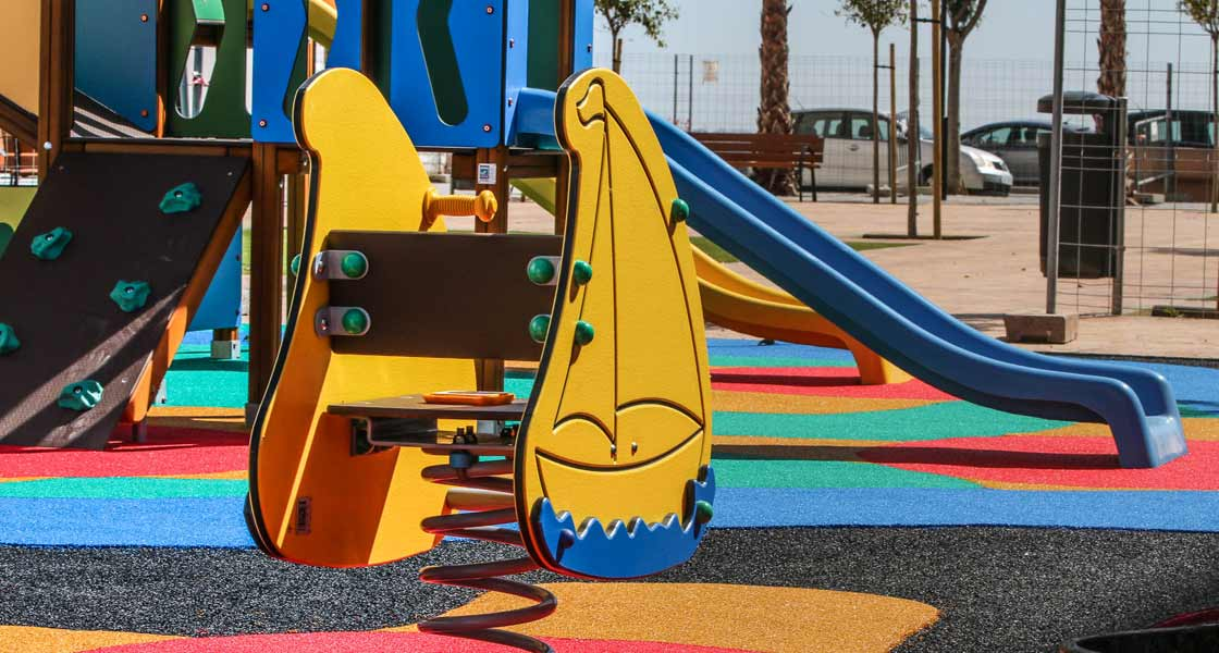 Columpio de Jolas Play en el parque de San Fernando, Cádiz