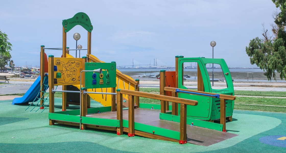 Parque de color verde de Jolas Play en San Fernando, Cádiz