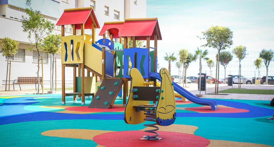 Inclusión, integración y diversión: Jolas construye dos parques infantiles en San Fernando (Cádiz)